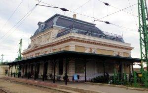 A szépen felújított váróterem, csak az a baj, hogy még mindig a királyi párt várja... közben múzeum